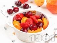 Плодова салата с череши, вишни и ягоди с цедено кисело мляко и ванилия